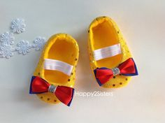 Hey, I found this really awesome Etsy listing at https://www.etsy.com/listing/161323884/snow-white-baby-shoes-baby-girl-shoes