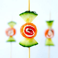 Cucumber smoked salmon appetizer candy - Gifts For Love Finger Food Appetizers, Appetizers For Party, Appetizer Recipes, Fingers Food, Smoked Salmon Appetizer, Tasty, Yummy Food, Food Decoration, Food Humor