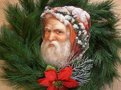 Santa-Kopf im Tannenkranz