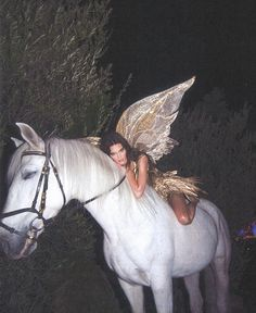 Kendall jenner shines in gold and poses as a forest fairy on a white horse for Halloween Daily onlin Boujee Aesthetic, Bad Girl Aesthetic, Aesthetic Collage, Aesthetic Photo, Aesthetic Pictures, Instagram Baddie, Instagram Outfits, Photo Instagram, Kardashian Jenner