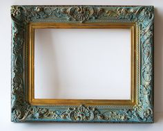 Wood frame with trim painted lightly with chalk paint in blue (ASCP Florence??) to give a fresher and more modern air. Measures: width 34 x 28 inside high: 24.50 x 18. Facebook: De Gloria en Gloria. ~ http://www.degloriaengloria.es/marco-de-madera-con-moldura/