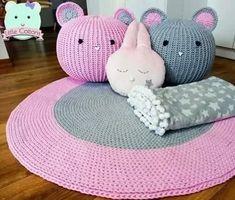 Crochet Pouf, Crochet Carpet, Crochet Pillow, Crochet Crafts, Easy Crochet, Crochet Projects, Knit Rug, T Shirt Yarn, Knitting Accessories