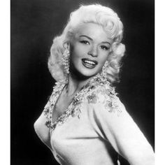 A DAY IN HOLLYWOOD HISTORY - JUNE Blonde bombshell actress Jayne Mansfield was killed instantly on this day when the car in which she is riding struck the rear of a trailer truck on east of New Orleans, Louisiana. Hollywood Vintage, Hollywood Glamour, Hollywood Stars, Classic Hollywood, Hollywood Actresses, Jayne Mansfield, Divas, Glamour Hollywoodien, Actrices Hollywood