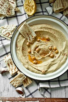 I am on such a hummus kick.  Love this on flat-out bread, cucumbers, tomatoes, sprouts.....*drool, growl*