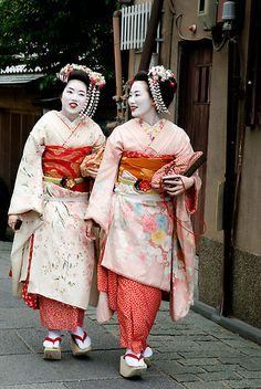 """Japanese tourists dressed as maiko (apprentice geisha) for the """"geisha experience"""" in Kyoto."""