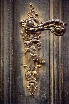 doors.quenalbertini: Iron handle, Ana Rosa