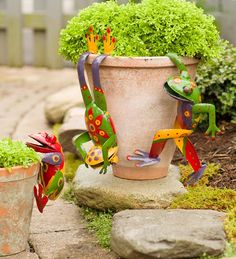 Our metal yard and garden statues are whimsical statement pieces for your home. Our collection of metal wind spinners & metal garden art is sure to enchant! Recycled Metal Art, Yard Sculptures, Metal Yard Art, Wall Decor Set, Wind Spinners, Frog And Toad, Garden Photos, Garden Statues, Garden Art