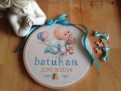 Kişiye özel, erkek bebek , etamin duvar panosu Etamin duvar panosuEtamin kumaş üzerine bebek baskısı yapılmıştır.Yazılar ve balonlar...