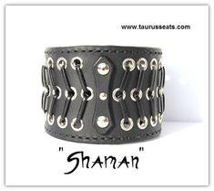Bracelet manchette en cuir noir, bracelet, moto accessoire, unisexe avec oeillets argent & cuir Unique laçage Style et Rivets Chrome