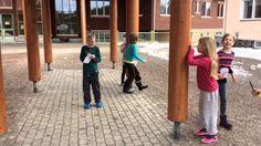 Videoita Sotkamon toiminnallisesta matematikkan opetuksesta 2. luokalla: geometrian käsitteiden piirtäminen nopan mukaan, kahden kertotaulu noppapelinä, allekkainlaskupiste, kertopesäkisailu, geometrian kä'sitteitä pantomiimina, kertolaskutoukka, kertotaulun opiskelu heitellen, luvun rakentaminen rahoilla, lukujen vertailu parisprinttinä, lennokkikisa, makaronien jako, kymmenylityksen kertaus, moniulmioiden etsiminen, laskuläksy, tasokuvioita narulla, laskumunat ja mitä yksikköä käytän kun…