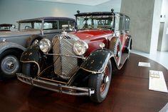 Mercedes-Benz_770_1935_Großer_Mercedes_Pullman-Limousine_Hirohito_LSideFront_MBMuse_9June2013_(14983610115).jpg (1200×803)