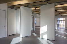 Wimbledon College of Art moveable wall panels Penoyre & Prasad Movable Partition, Movable Walls, Glass Partition, Office Interior Design, Office Interiors, Wimbledon College Of Art, Zinc Cladding, Moving Walls, Office Fit Out