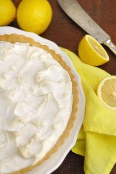 Citromos tarte Főzött citromkrém, mandulás omlós tésztában, sült habbal a tetején.  Budapest Neked Cake