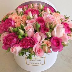 Sweet Bastard – World of Flowers Beautiful Flower Arrangements, Fresh Flowers, Pretty Flowers, Pink Flowers, Floral Arrangements, Birthday Flower Arrangements, Pink Roses, Flower Box Gift, Flower Boxes