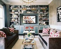 Sala para apartamento. Detalhe para a estante espaçosa. E o posicionamento do sofá com mesinha ao centro.  #room, #apartment