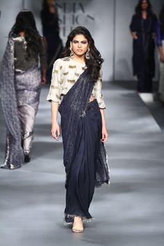 Vogue presents Sari 24/7 at Amazon India Fashion Week autumn/winter 2017 | Vogue India | Fashion | Fashion Shows