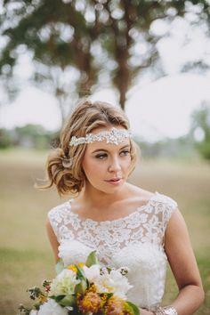 Vintage Bohemian Style Hochzeit Brautfrisuren Hochsteckfrisuren Silber Haarband Spitze Hochzeitskleid 2014 Vintage Bohemian Chic Hochzeit Inspiration