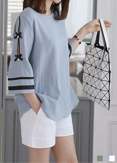 Looks so easy to wear Kurta Designs, Kurti Designs Party Wear, Blouse Designs, Kurti Sleeves Design, Kurta Neck Design, Sleeves Designs For Dresses, Stylish Dresses For Girls, Stylish Dress Designs, Pakistani Dresses Casual