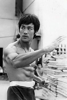 Always thought Bruce Lee was a seriously attractive man! Bruce Lee Photos, Steven Seagal, Brandon Lee, Martial Arts Movies, Martial Artists, Chuck Norris, Wing Chun, Kung Fu, Eminem