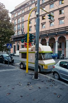 Rome is full of amazing sights. But something you don't see in Rome every day is life-size LEGO vehicles cruising the streets. Lego Cars, Lego Auto, Lego Truck, Race Cars, Legoland, Ambulance Lego, Legos, Lego Sculptures, Amazing Lego Creations