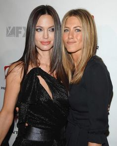 Angelina Jolie instead of Courtney Cox with Jennifer Aniston Angelina and Jennifer are friends Serie Friends, Friends Cast, Friends Moments, Friends Tv Show, Friends Forever, Peinados Jennifer Aniston, Jennifer Aniston Hot, Courtney Cox, Kate Beckinsale