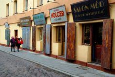 Kraków, Polska. Kraków to miasto niewątpliwie najłatwiej kojarzone z naszym krajem przez obcokrajowców. Wieże Bazyliki Mariackiej, sukiennice czy Wawel to już prawdziwe symbole Polski. Zobacz, jak
