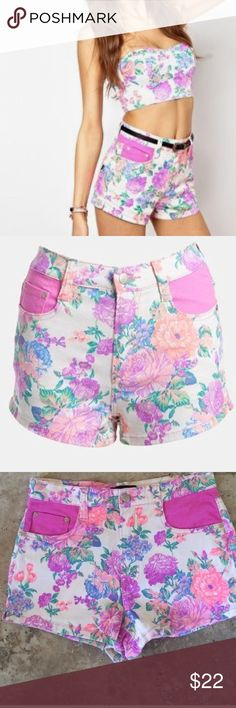 Minkpink Electric Field High Waisted Shorts S Cute Minkpink Electric Field High Waisted Shorts S in great condition ! MINKPINK Shorts Jean Shorts