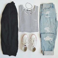 Take a look at the best summer outfits with boyfriend jeans in the photos below… Cute Dress Outfits, Hipster Outfits, Jean Outfits, Today's Outfit, Black Cardigan Outfit, Cardigan Outfits, Boyfriend Jeans Outfit, Ripped Jeans Outfit, Outfits For Teens