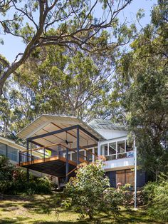 Spotted Gum House: Matt Elkan Architect - Barton Taylor Portfolio - The Loop