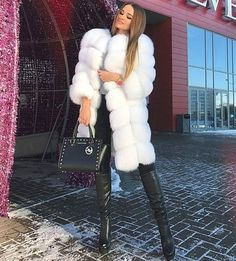 Perfect Winter Outfits To Try This Year - Fashion Looks 2019 Fashion Looks, Fur Fashion, Fashion Outfits, Womens Fashion, Fashion Clothes, Fashion Brand, Outfit Elegantes, Winter Outfits, Fur Clothing