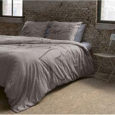 Spánok je pre človeka veľmi dôležitý. Kvalitné posteľné obliečky vyrobené zo 100% bavlny a vzory na posteľnej bielizni privedú Váš oddych k dokonalosti. Moderné motívy sa Vám budú páčiť. Comforters, Blanket, Bed, Furniture, Home Decor, Creature Comforts, Quilts, Decoration Home, Stream Bed