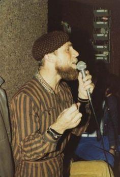 António Variações em estúdio durante uma gravação.