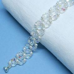 Perle und Kristall Armband für die Braut Gemacht mit Swarovski-Perlen, Tschechische feuerpolierte Perlen und japanischen Rocailles.  Perlen sind weiß.