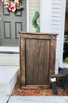 Spring has finally arrived in my neck of the woods and now it's time for planting . Planters made of wood are so expensive . So I ve decided to build one myself with some help from some gals ! Large Planters, Wooden Planters, Flower Planters, Diy Planters, Hanging Planters, Cedar Planter Box, Wood Planter Box, Raised Planter, Large Flower Pots