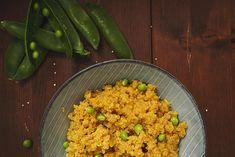 Poznáte mrlík čílsky alias quinou? Ak s ňou ešte nemáte skúsenosť, vyskúšajte tento jednoduchý a zdravý recept a lá quinoa s kurkumou a hráškom.