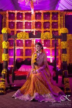 Trends of Mehndi dresses has been changing with time. We have brought some latest ideas for you. Pakistani Mehndi Dresses has a wide range of dresses of Lehnga Choli style. Pakistani Mehndi Dress, Bridal Mehndi Dresses, Pakistani Bridal, Indian Bridal, Wedding Dresses, Mehndi Party, Bride Indian, Mehndi Style, Mariage