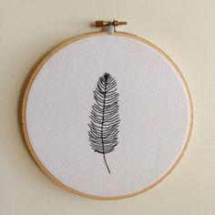 Arte de aro plumas minimalista del bordado