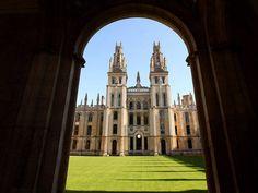 Vista geral da All Souls Coll, em Oxford, em outubro de 2009