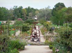 Château+de+La+Bussière:+Puits+du+jardin+potager - France-Voyage.com