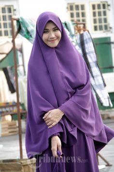 HIJAB - Zaskia Adya Mecca, pada saat syuting film Hijab di Museum Fatahillah, Jakarta Barat, Senin (13/10/2014). Flm drama remaja yang mengisahkan tentang perjalanan gadis berhijab. WARTA KOTA/NUR ICHSAN
