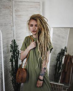 Настя Чак Dreads dreadlocks Character Inspo: Nikki Age: 21 – About Hair Hippie Dreads, Blonde Dreadlocks, Dreads Girl, Hippie Hair, Dreadlock Hairstyles, Boho Hairstyles, Black Hairstyles, Pretty Hairstyles, Wedding Hairstyles