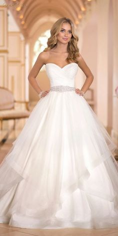 Cudna suknia ślubna podkreślająca talię!