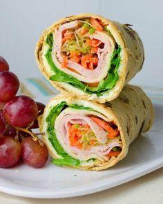 Platos de dieta que querrás comer5. Y qué mejor para terminar que con unos wraps tan saludables como estos, que nos permiten ingerir proteínas, vitaminas y nutrientes al combinar pavo bajo en grasas, lechuga, zanahoria, huevo a la plancha y queso. Yummy Wraps, Healthy Wraps, Veggie Wraps, Healthy Snacks, Healthy Eating, Healthy Recipes, Alfalfa Sprouts, Bean Sprouts, Bbq Chicken