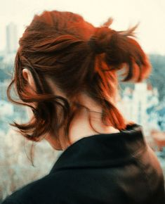 Cute Short Summer Hairstyles for New Look. Bid farewell to investing hours on your hair, and hi to these cute short summer hairstyles. Cute Hairstyles For Short Hair, Summer Hairstyles, Short Hair Styles, Short Hair Messy Bun, Boy Haircuts Long, Fashion Hairstyles, Hairstyles 2018, Pretty Hairstyles, Half Updo