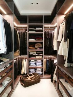 Awesome Small Walk-In Closet Design Ideas and Inspiration for Modern Home Decor - Do you need to whip your small walk-in closet into shape? You will love these incredible small walk-in closet ideas and makeovers for some inspiration! Walk In Closet Small, Walk In Closet Design, Closet Designs, Double Closet, Closet Walk-in, Closet Space, Closet Mirror, Entryway Closet, Closet Office