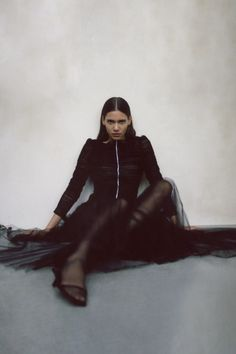 Khaite Pre-Fall 2020 Fashion Show Collection: See the complete Khaite Pre-Fall 2020 collection. Look 20 Fashion Poses, Fashion Week, Fashion 2020, High Fashion, Fashion Trends, Model Poses Photography, Fashion Photography, Vogue Paris, Model Test