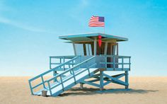 5 Things You Didn't Know about L.'s Iconic Lifeguard Towers - Los Angeles Magazine Shack House, Triumph Cafe Racer, House On Stilts, Blue Wood, Tiny House Living, Lifeguard, Nice View, Midcentury Modern, Tower