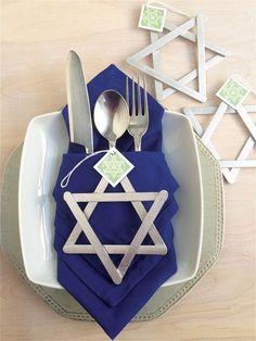 DIY Star of David Ornaments for Hanukkah as a gift from a table setting Hanukkah Crafts, Hanukkah Food, Hanukkah Decorations, Christmas Hanukkah, Hannukah, Happy Hanukkah, Holiday Crafts, Holiday Fun, Hanukkah 2019