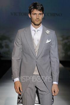 Elegante chaqu� en color gris perla de la nueva colecci�n de trajes de novio 2014 de Victorio y Lucchino.