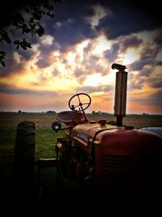 Red Sunset - International - Super C - Tractor - Red Tractor by StarKeyPhotos on Etsy Antique Tractors, Vintage Tractors, Country Farm, Country Life, Country Living, Country Strong, Farmall Tractors, Red Tractor, Classic Tractor